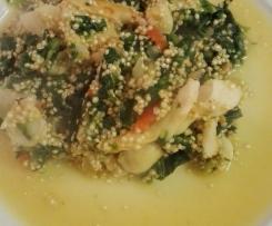 Quinoa de peixe e espinafres