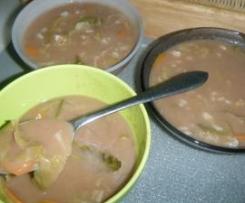 Sopa de Feijão Manteiga com Couve Lombarda e Cenoura